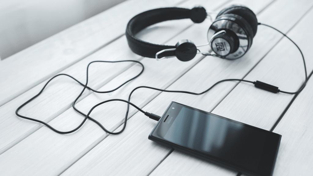Clubhouse_Social_Media_App_Radio
